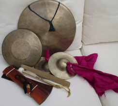 2 gongs_cymbals_clappers_strikers